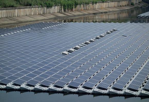 Startsein voor bouw Drijvend Zonnepark Lingewaard