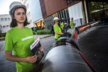 Actie Greenpeace: lekkende oliepijpleiding voor Pensioenfonds Zorg & Welzijn