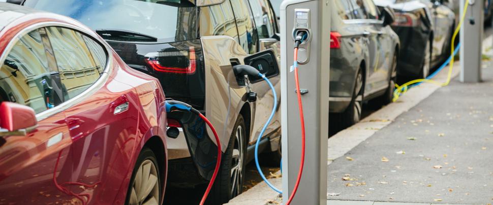 ABN AMRO schakelt over op 100% elektrisch rijden