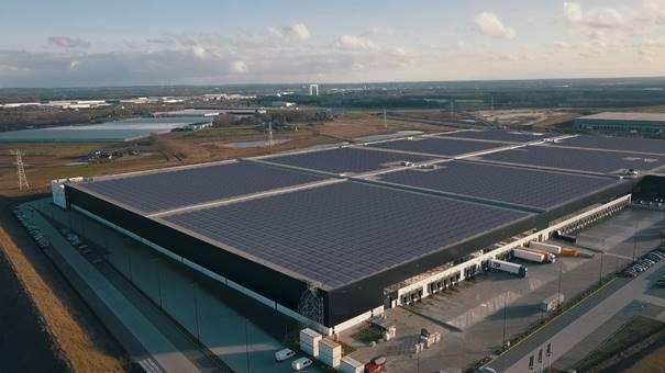 """Belfius financiert de bouw van 's werelds krachtigste """"zonnedak"""" in Venlo"""