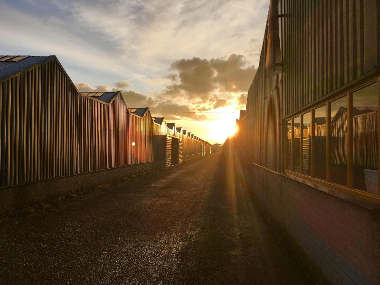 Liefst 20.160 zonnepanelen op de daken van Caravanstalling Vonk