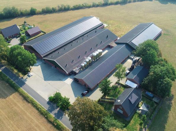 Univé maakt Nederlandse bedrijfsdaken kosteloos asbestvrij en voorziet deze van zonnepanelen