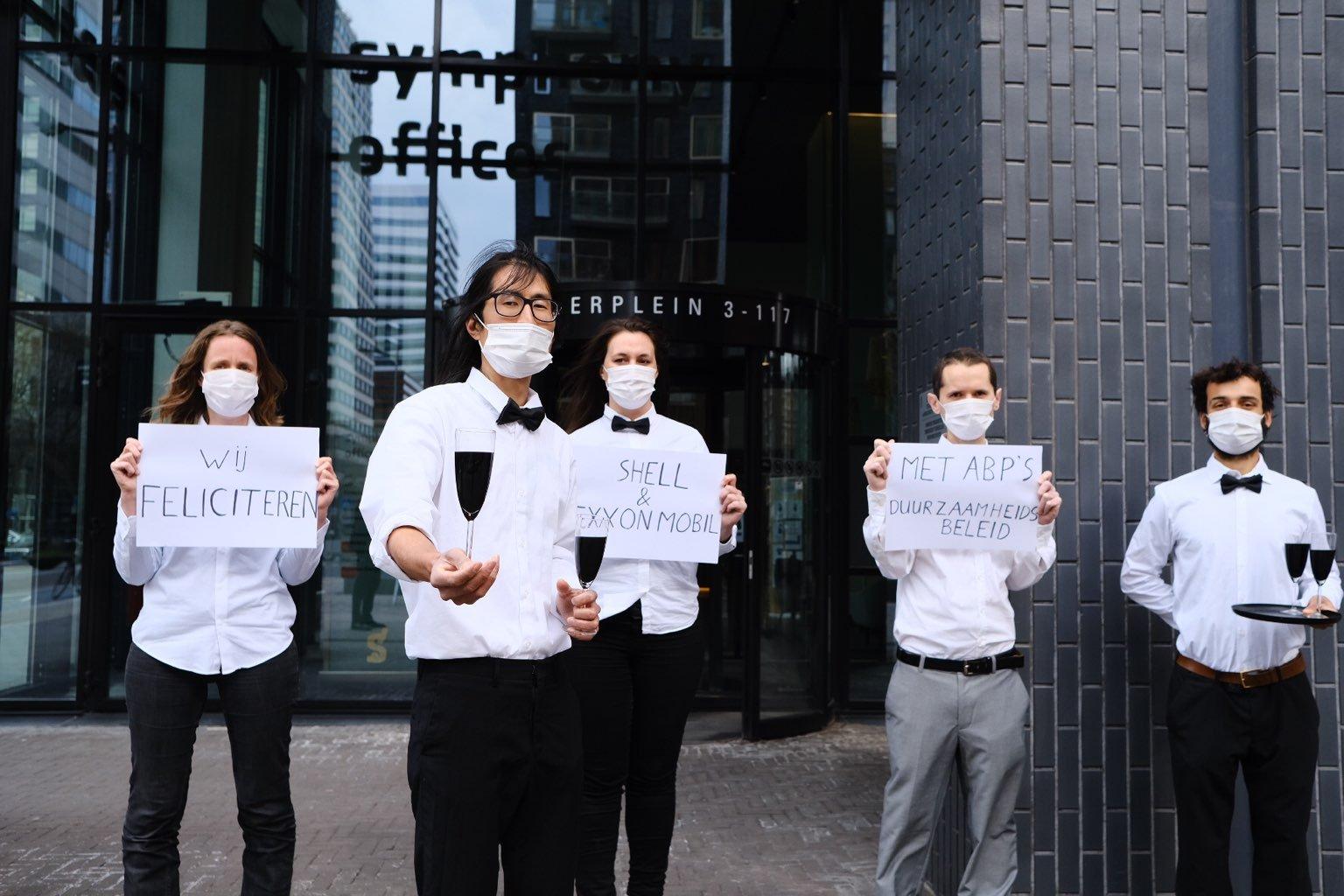 ABP deelnemers 'feliciteren' Shell en Exxon met duurzaamheidsbeleid van hun pensioenfonds